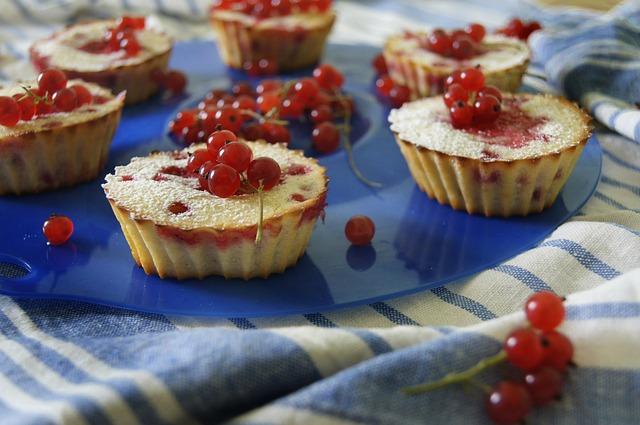 Muffinki udekorowane owocami