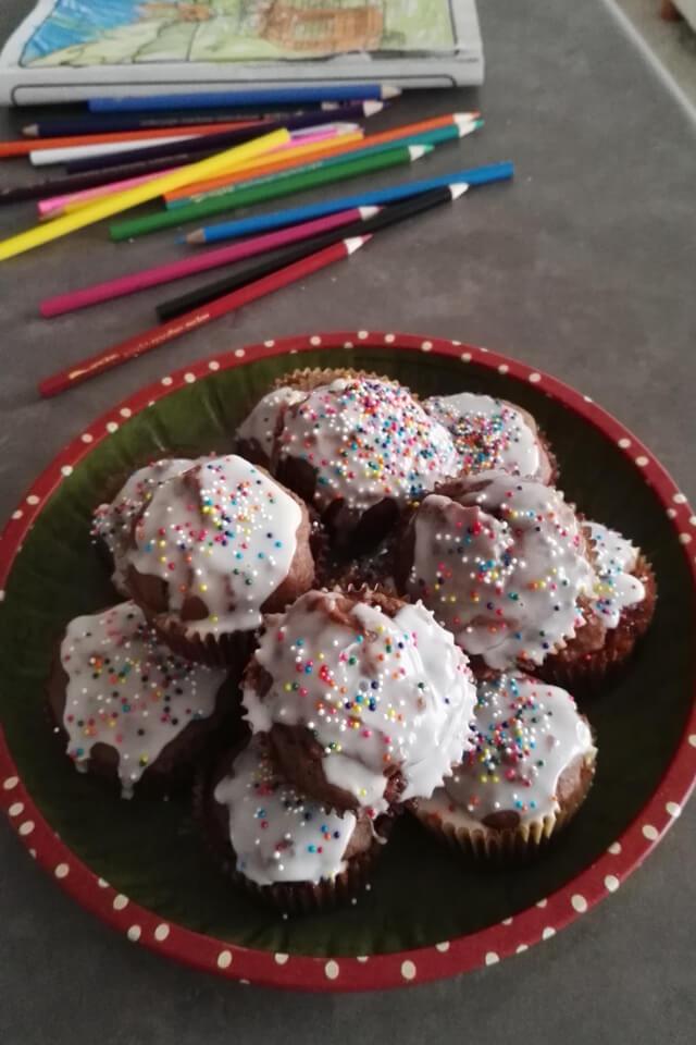Muffiny piernikowe z powidłem i lukrem